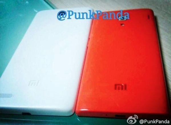 Imagen trasera de los Xiaomi Mi3 y Red rice