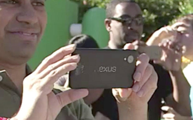 Se filtra una imagen del Nexus 5 en el campus de Google