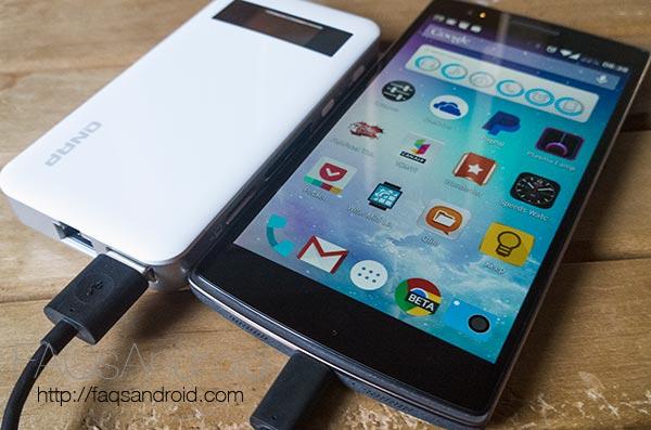 Qnap Qgenie, análisis de un NAS portátil con recarga de móvil, punto de acceso... ¡7 en 1!