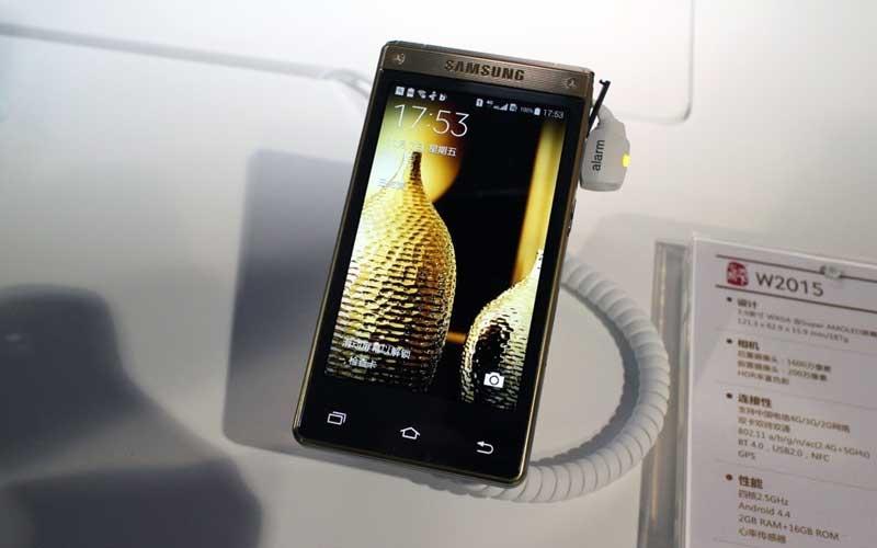 Samsung W2015 Luxury Flip Smartphone